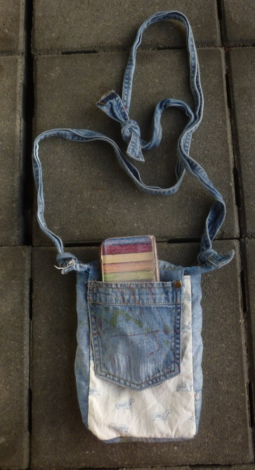 Closed bag with a front pocket