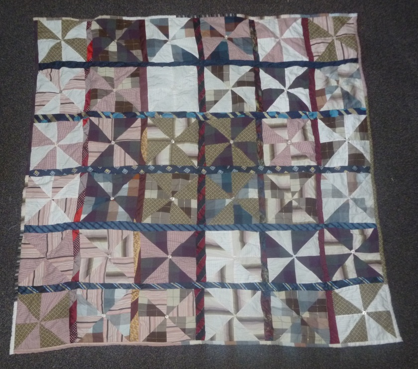 Finished front pinwheel quilt