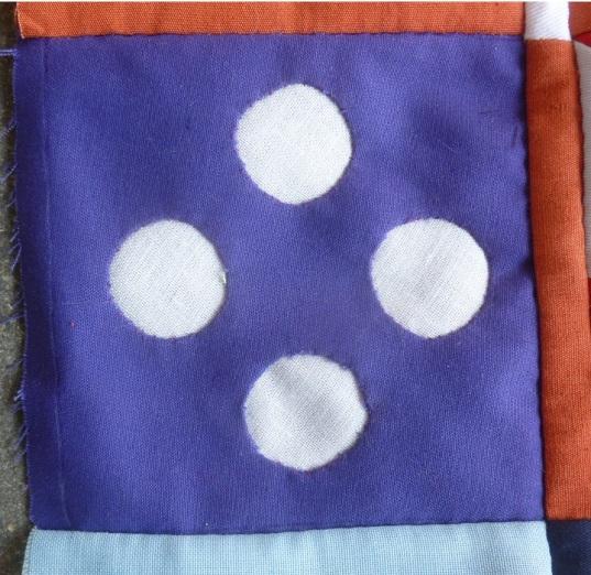 Dear Jane quilt block B-1: Bachelor buttons